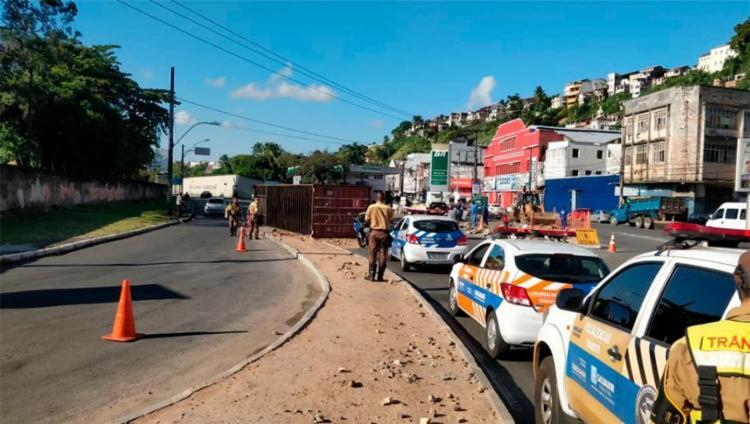 O incidente aconteceu por volta das 15h30, na região da Calçada, sentido Aquidabã. - Foto: Transalvador