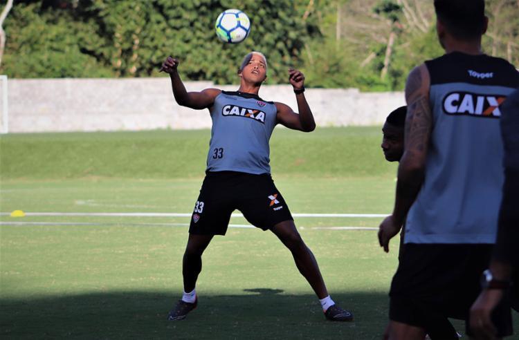 Zagueiro está liberado para viajar a Porto Alegre - Foto: Maurícia da Matta l EC Vitória