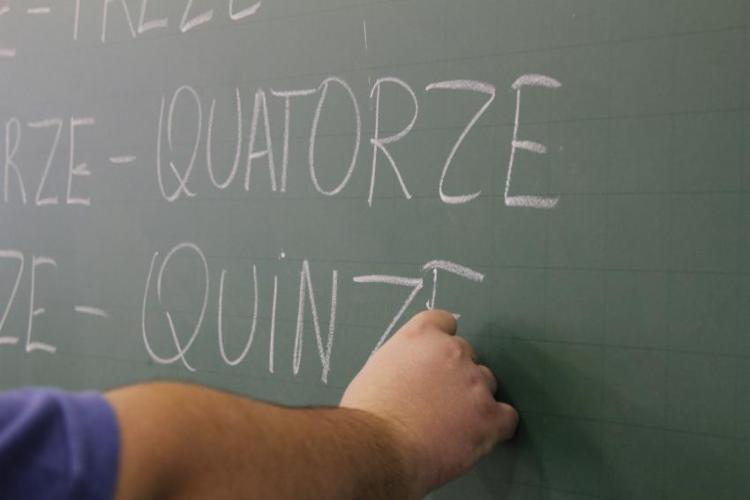 Três em cada dez jovens e adultos de 15 a 64 anos têm muita dificuldade de entender por meio de letras e número - Foto: Marcos Santos | USP Imagens | Fotos Públicas
