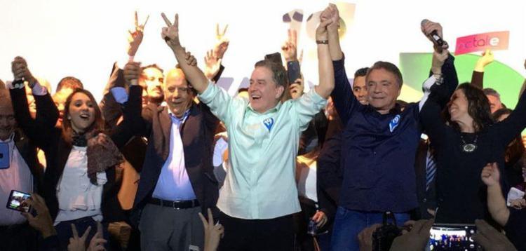Podemos confirma Álvaro Dias (de camisa azul) como candidato a presidente da República | Foto: Divulgação | Podemos