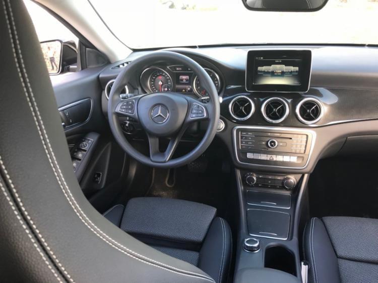 O volante é multifucional e multimídia tem tela de 7 polegadas