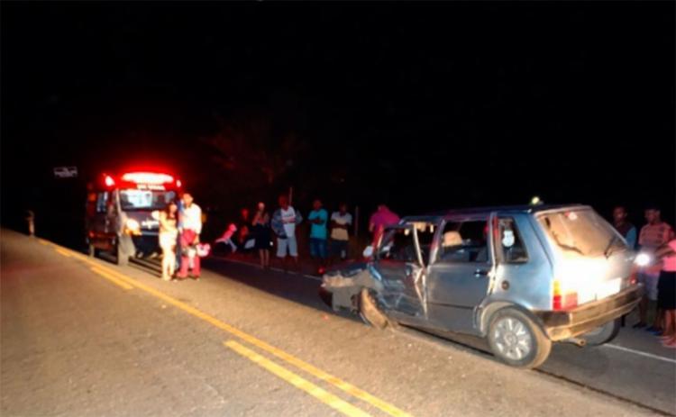 Samu retirou a vítima das ferragens durante a noite deste domingo - Foto: Reprodução | Site Giro em Ipiaú