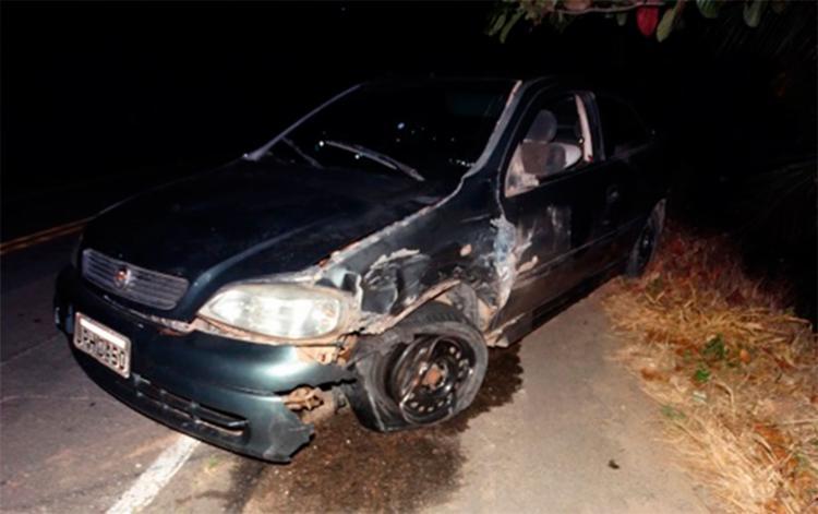 Cinco ocupantes do outro carro fugiram após o acidente