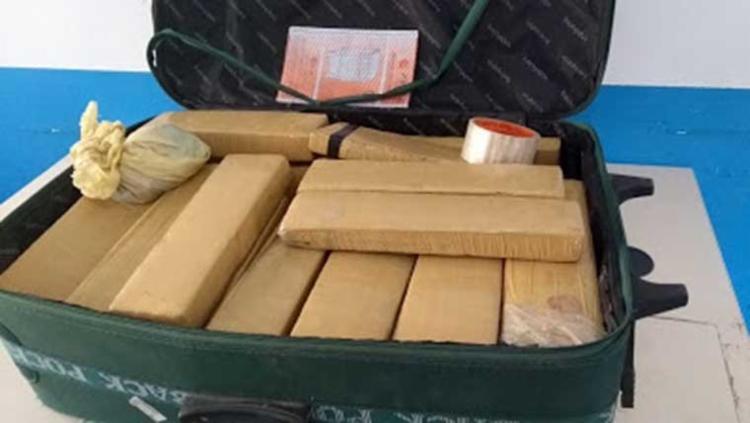 No imóvel, foram encontrados mais 45 tabletes da droga prensada