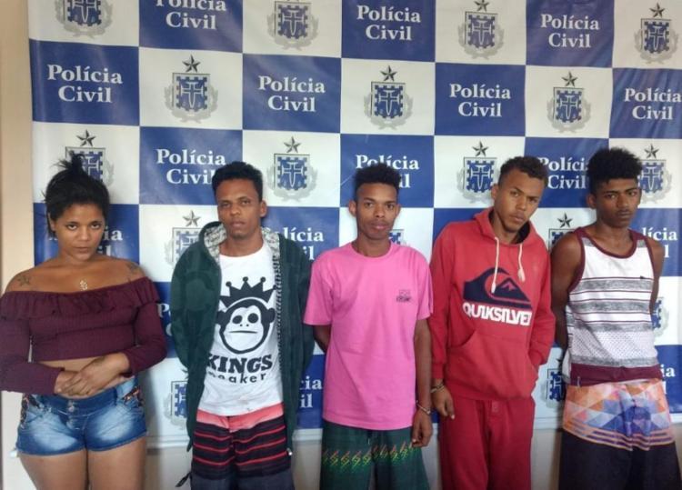 Homens, mulher e adolescentes foram levados para a delegacia da cidade - Foto: Divulgação   SSP-BA
