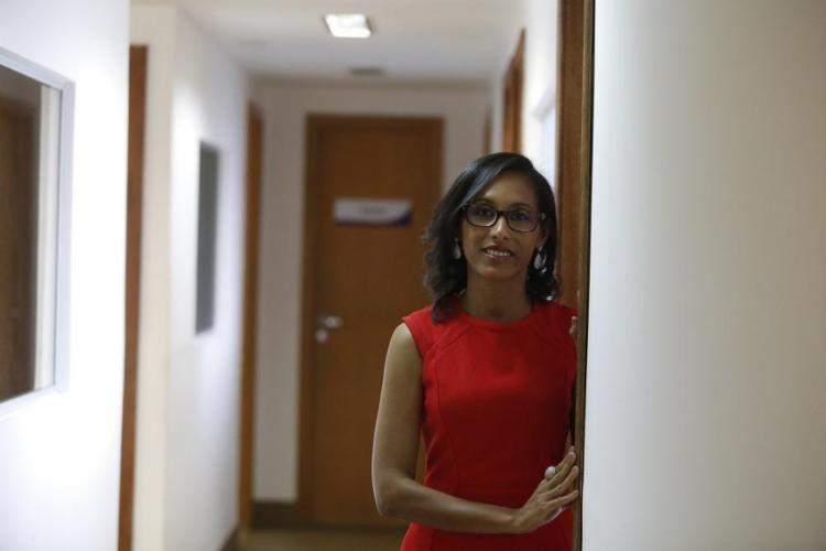 Ana Cláudia Souza promove encontros para resgatar a autoestima de mulheres agredidas pelos companheiros e ex-companheiros - Foto: Joá Souza / Ag. A TARDE