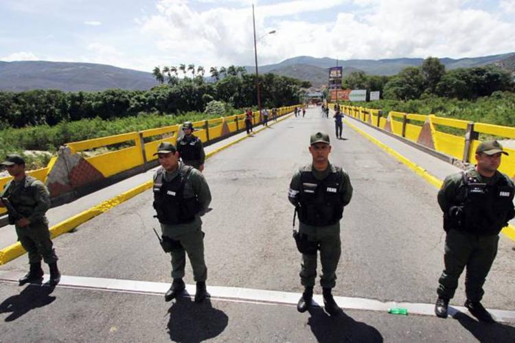 Determinação começou a ser cumprida por volta das 10h desta terça-feira, 7 - Foto: George Castellano | AFP