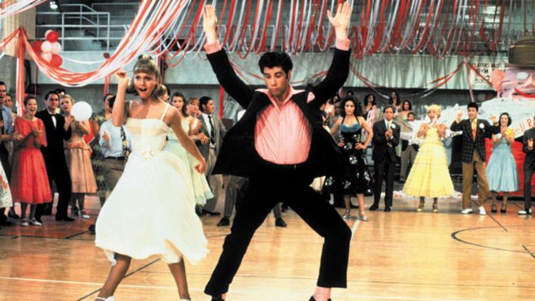 Em Grease, a dupla interpreta os jovens Sandy e Danny - Foto: Divulgação