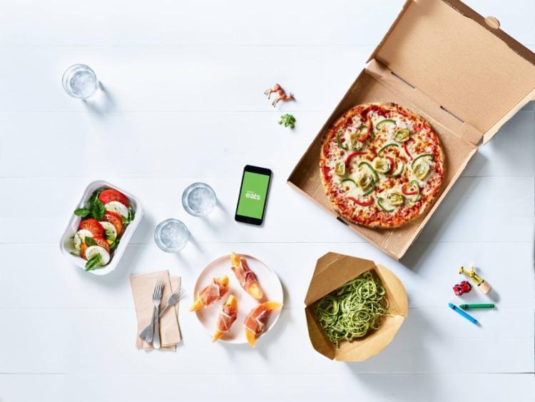 O Uber Eats oferece aos seus usuários, de forma organizada e conveniente, uma ampla seleção de restaurantes cujos pratos podem ser entregues bem depressa, com a mesma confiabilidade que se espera da Uber