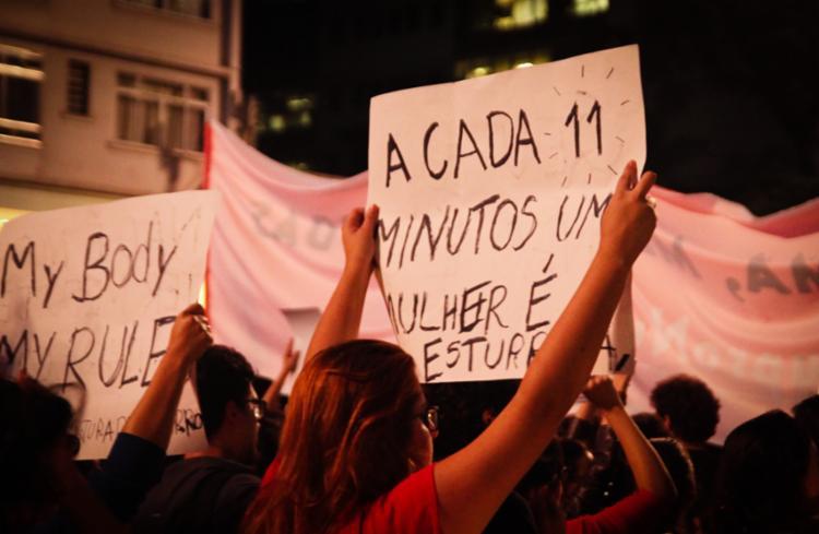 Mulheres protestam contra o estupro e outros tipos de violência - Foto: George Campos | USP Imagens