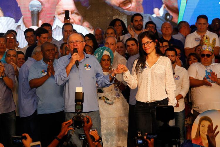 O candidato do DEM apresenta a médica sindicalista Mônica Bahia como candidata a vice-governadora - Foto: Margarida Neide l Ag. A TARDE