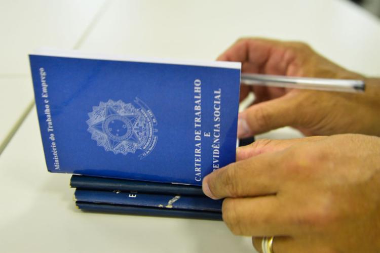 Quando comparada ao trimestre maio-julho do ano passado, a redução na taxa de desemprego chegou a 0,5 ponto percentual - Foto: ABR | Agência Brasil