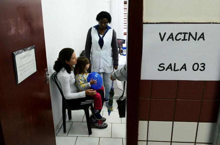 Vacina será aplicada em 82 pontos disponíveis, além dos 24 volantes de atendimento em domicílio - Foto: Carlos Bassan | Divulgação