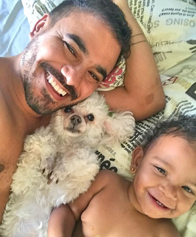 Fred e suas duas filhas do coração: a poodle
