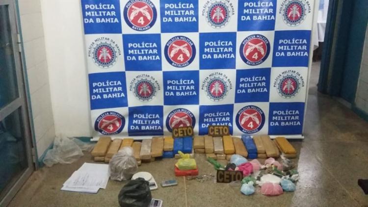 Suspeita foi autuada por tráfico de drogas e posse ilegal de arma - Foto: Divulgação   SSP