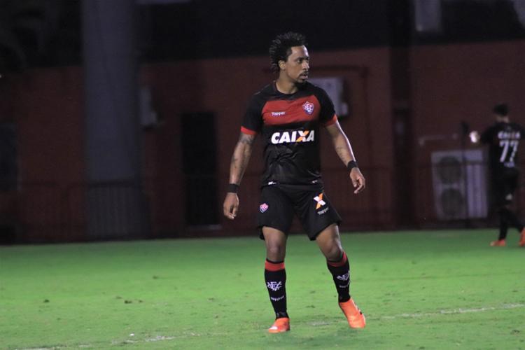 Arouca recebeu o terceiro cartão amarelo no empate com o Cruzeiro - Foto: Maurícia da Matta | Divulgação | E. C. Vitória