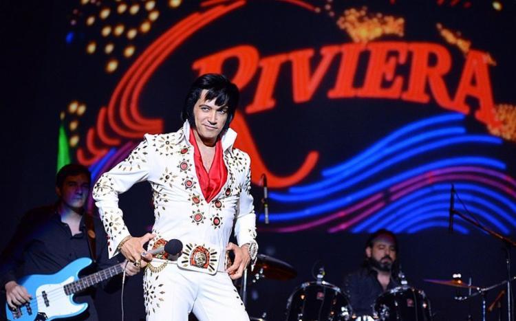 Tributo utiliza violão, joias e trajes semelhantes aos usados pelo Elvis - Foto: Divulgação