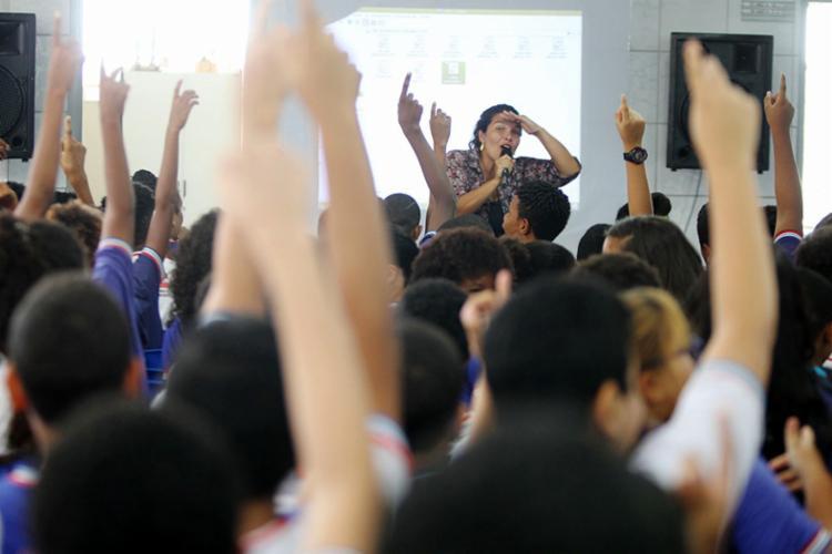 O objetivo da campanha é sensibilizar os jovens sobre o assunto e que são comuns de violência doméstica - Foto: Carol Garcia | Divulgação | GOV-BA