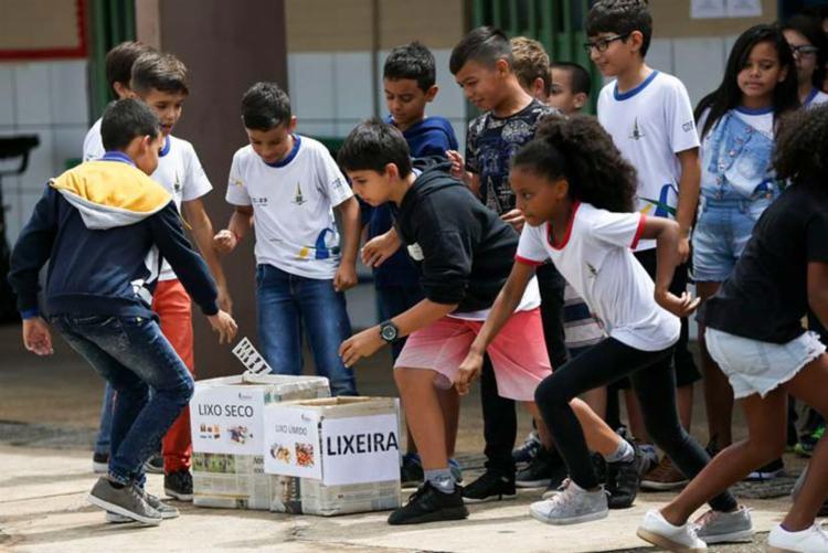 Para a AGU, nenhum núcleo familiar é capaz de propiciar o convívio com a diversidade própria do ambiente escolar - Foto: Marcelo Camargo | Arquivo | Agência Brasil