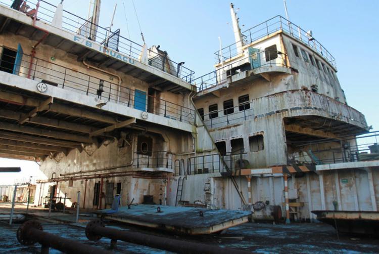 Ferry ancorada na Marina de Aratu pode prejudicar o meio ambiente