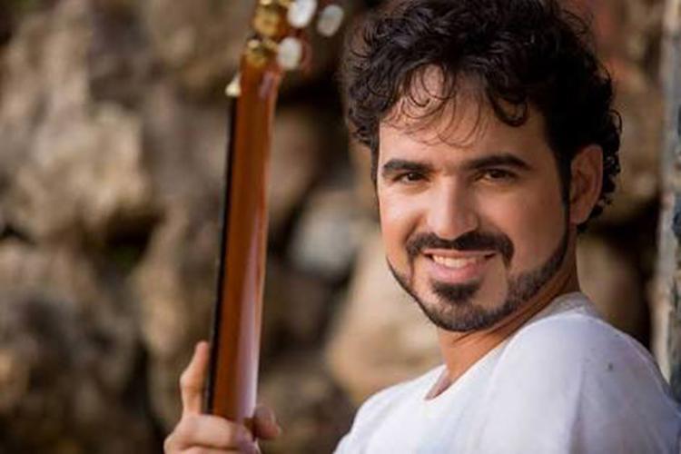 O cantor apresentará um repertório repleto de canções autorais e clássicos da MPB - Foto: Divulgação
