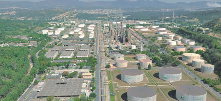 O bando tirava o combustível da refinaria por meio de dutos estrategicamente instalados - Foto: Divulgação   Petrobras