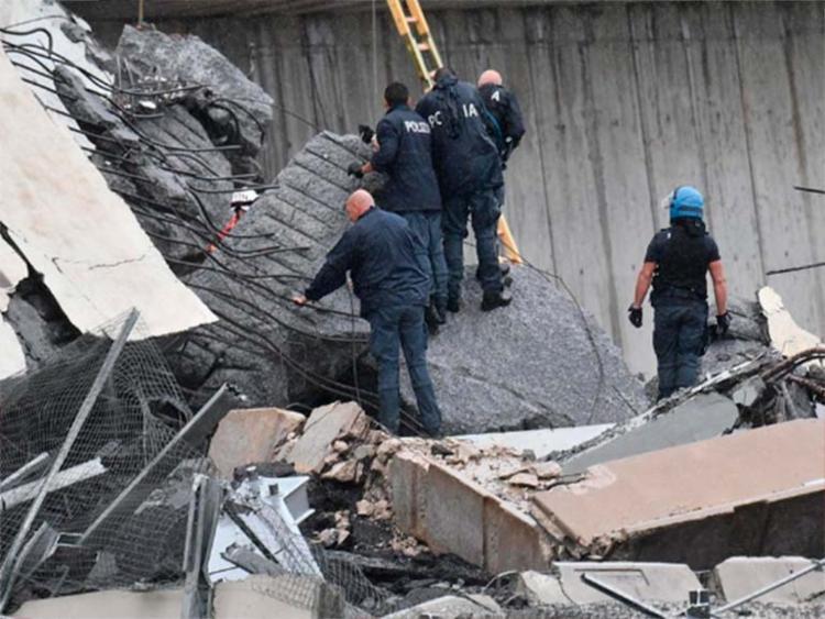 Equipes trabalham para achar sobreviventes do desabamento - Foto: Reprodução | Polizia di Stato | Twitter