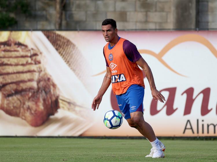 Após ser poupado na Sul-Americana, o atacante Gilberto volta ao time titular neste sábado, 11 - Foto: Felipe Oliveira l EC Bahia