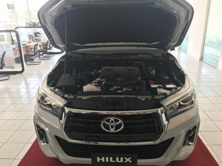 As opções de transmissões são manual de cinco (gasolina) e seis (diesel) velocidades e automática de seis marchas e troca sequencial