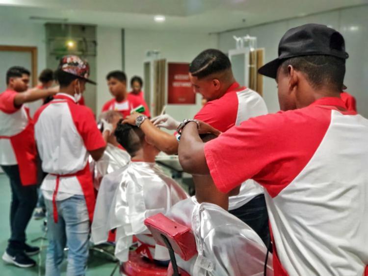 Estudantes dos cursos de estética vão prestar serviços de cabeleireiro durante evento - Foto: Divulgação