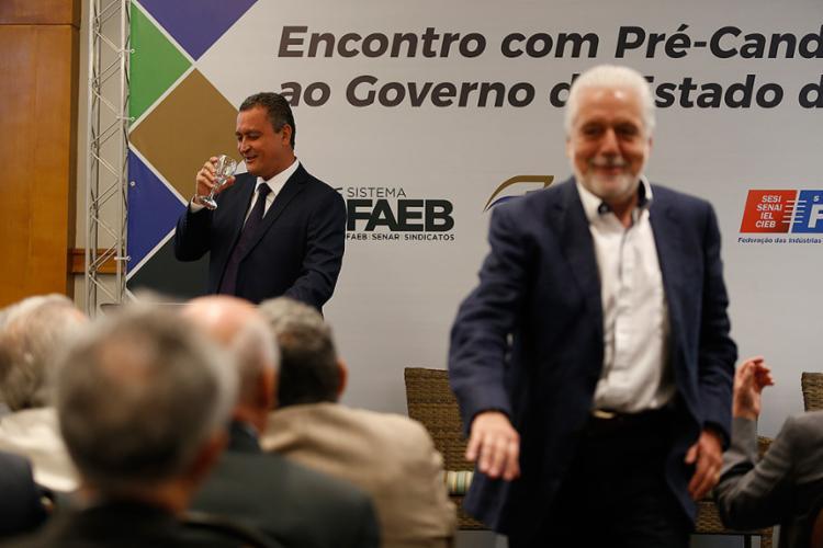 Jaques Wagner acompanhou o governador Rui Costa (PT) no encontro com os setores produtivo - Foto: Raul Spinassé l Ag. A TARDE
