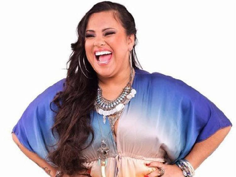 O grupo que traz Lila Brasileiro nos vocais é formado por oito mulheres - Foto: Divulgação