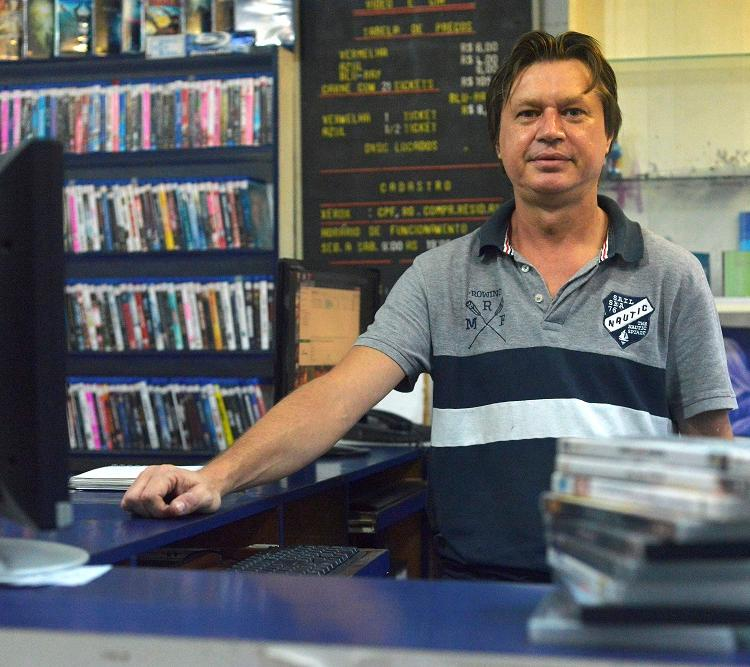 Jonas Soares tem 20 mil títulos na loja do Dois de Julho