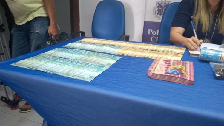 A polícia apreendeu um total de R$ 16 mil em espécie, sendo R$ 6 mil apresentados nesta coletiva