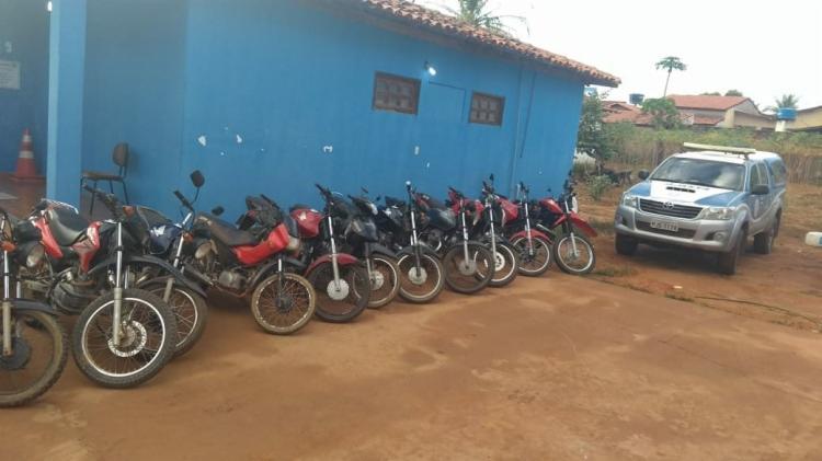Dez motos foram encontradas em um imóvel usado pela dupla - Foto: Divulgação | SSP