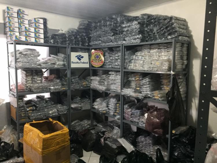 Nos locais, foram encontradas estantes com óculos escuros, de grau e infantis, de diversas marcas - Foto: Divulgação | PF