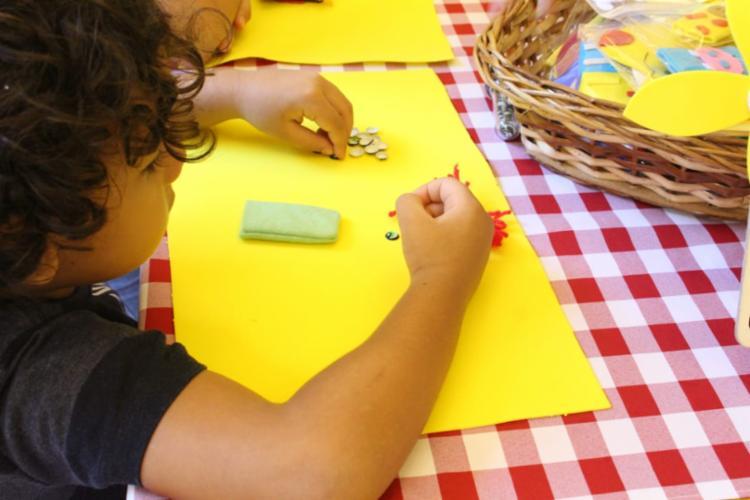 Crianças serão estimuladas a personalizar dedoches de feltro durante oficina - Foto: Divulgação
