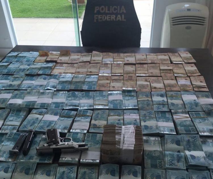 Cerca de R$ 850.630,00 mil em espécie foram encontrados na casa de praia de um dos principais investigados - Foto: Divulgação | PF