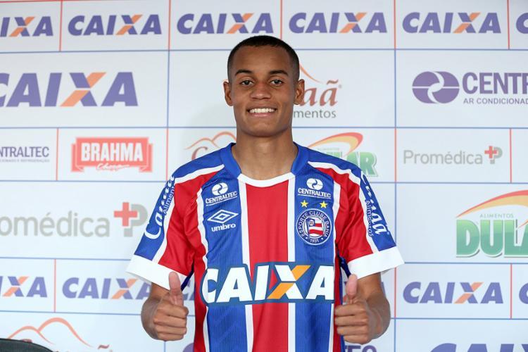 Apresentado, Paulinho já treina com o restante do elenco no Fazendão - Foto: Felipe Oliveira l EC Bahia