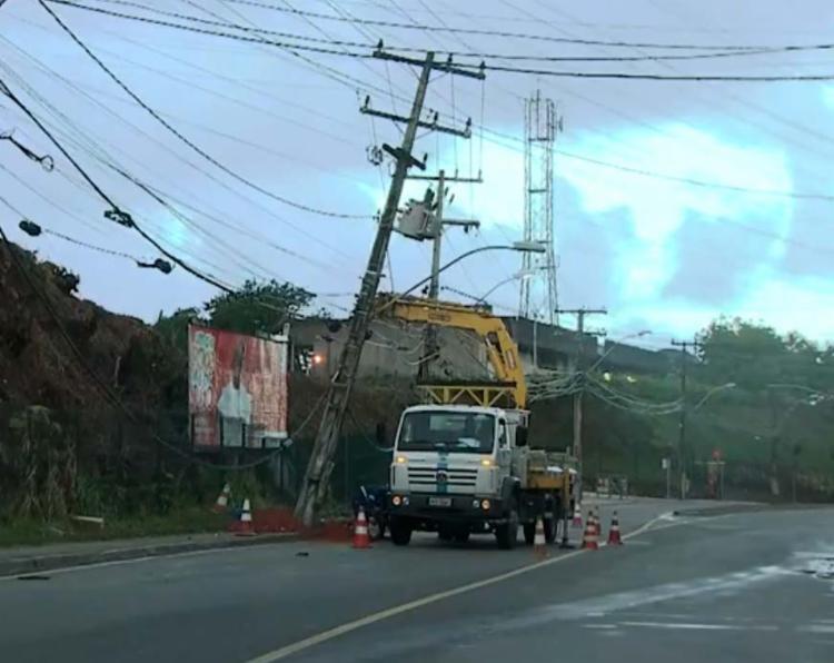 Tráfego na avenida foi interditada sentido Paralela - Foto: Reprodução | TV Bahia
