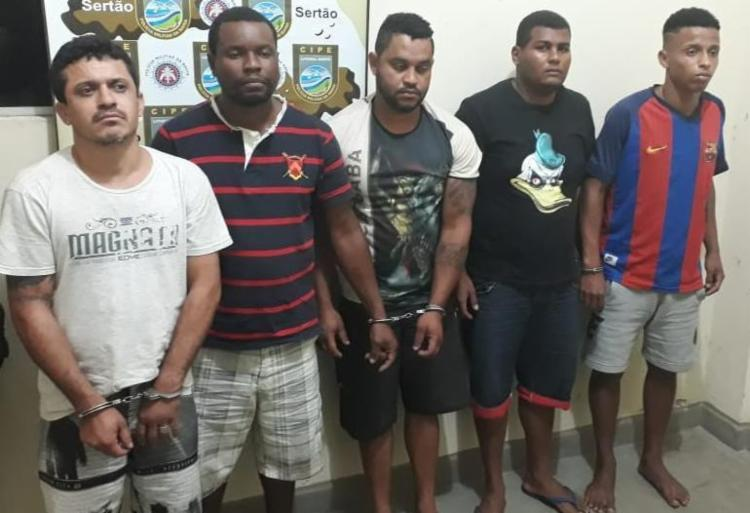 Os cinco suspeitos foram autuados por tráfico de drogas e associação - Foto: Divulgação | SSP-BA