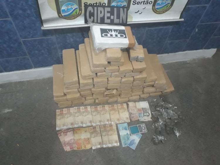 Dos 51 kg de drogas encontrados, 50 kg são de maconha prensada em tabletes e 1 kg de cocaína
