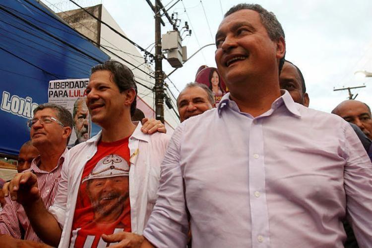 Rui Costa caminhou ao lado de Haddad no bairro da Liberdade - Foto: Adilton Venegeroles | Ag. A TARDE