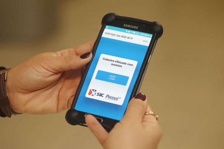 Para acessar a rede wi-fi basta realizar um formulário de cadastro uma única vez - Foto: Carol Garcia | Divulgação | Gov-Ba