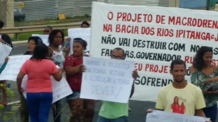 Motivação do protesto seria a retirada de casas em Itinga e na localidade de Cassange, segundo concessionária