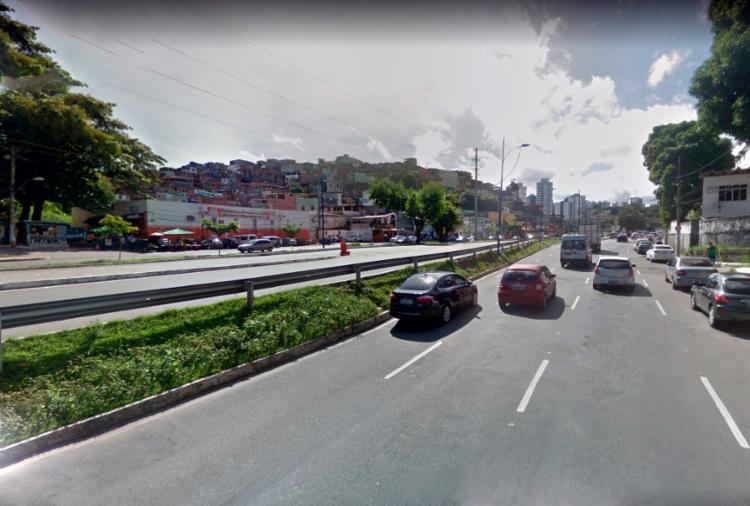 O acidente aconteceu próximo ao supermercado Walmart, por volta das 17h40 - Foto: Reprodução Google Maps
