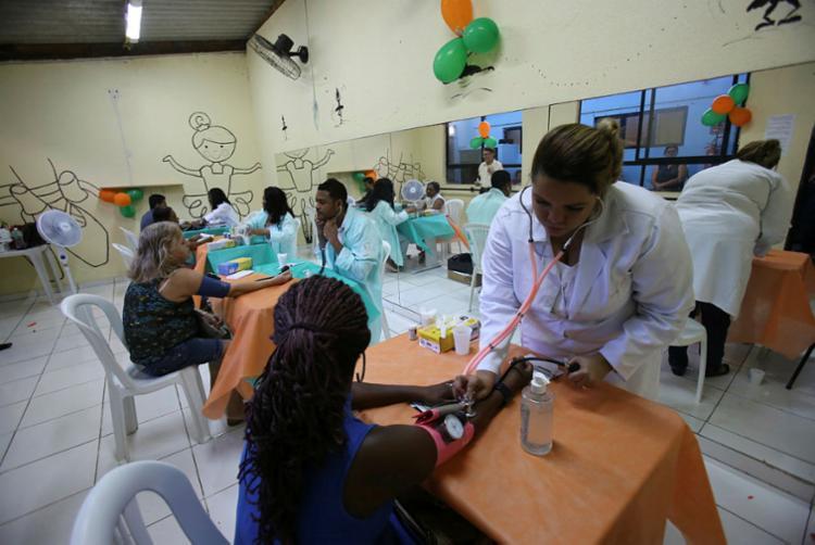 Foram feitos aferição de pressão arterial, teste de glicemia, consultas ginecológicas e outros serviços - Foto: Margarida Neide | Ag. A TARDE