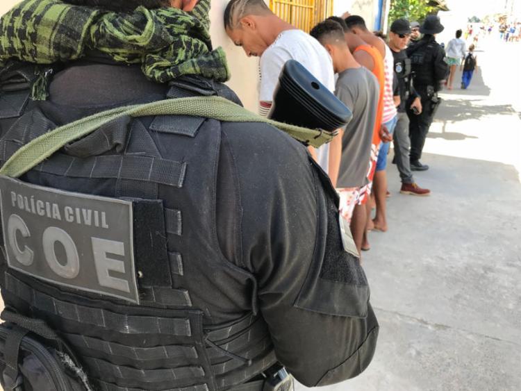 Oito homens foram liberados depois de prestar esclarecimentos na 12ª DT de Itapuã - Foto: Divulgação | SSP-BA
