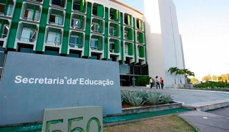Docentes aprovados para Salvador devem comparecer até as 17h30 na sede da SEC, no CAB - Foto: Joá Souza | Ag. A TARDE