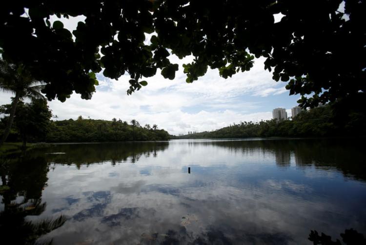 Corpo estava boiando na lagoa do parque - Foto: Raul Spinassé | Ag. A TARDE | 26.04.2018